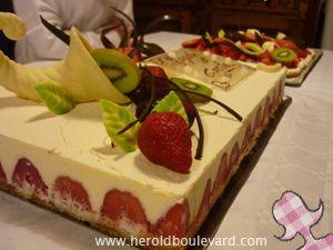 G teau aux fraises et chocolat blanc comme un fraisier for Decoration d un fraisier